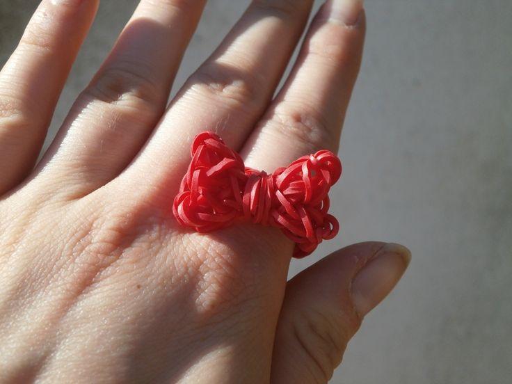 Bague noeud rouge en élastique