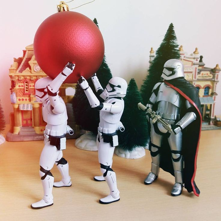 Hurry! This must be ready for tonight  #starwars #stormtrooper #starwarstoys #christmas #toyphotography #toygroup_alliance #toys