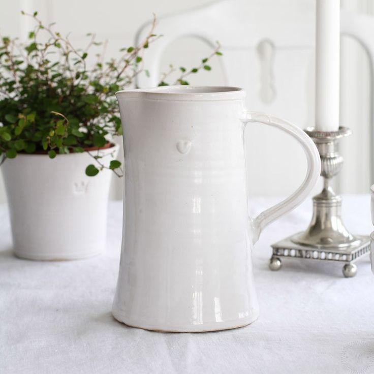 Kanna i serien Bultande hjärta från Västergårdens keramik i Göteborg Pot in series Beating heart from West farm pottery in Gothenburg