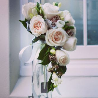 Teardrop bridal bouquet #sunpetalsflorist
