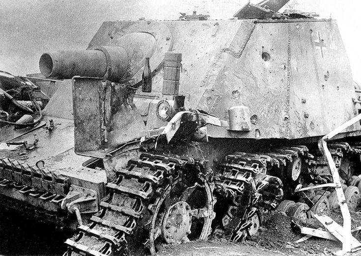 Штурмовое орудие Sturmpanzer IV «Brummbär» 216-го батальона штурмовых танков (Sturmpanzer-Abteilung 216) вермахта, подбитое в районе железнодорожной станции Поныри. Курская область, июль 1943