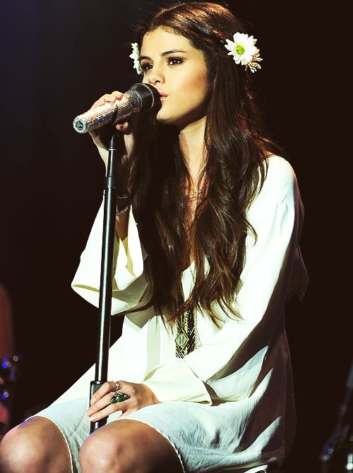Selena gomez #celebrityfashion #whitedress #accessories
