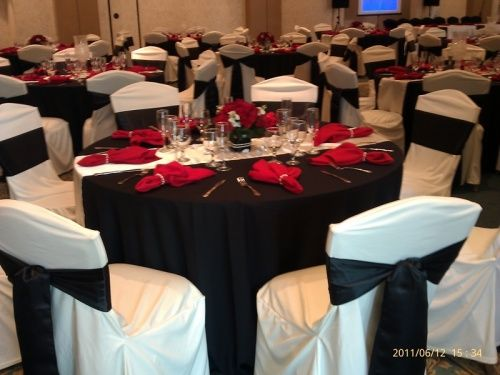 Im still in a toss up whether I want black tablecloths and a ivory runner or ivory tablecloths and a black runner. & 311 best Red White And Black Table Settings images on Pinterest ...