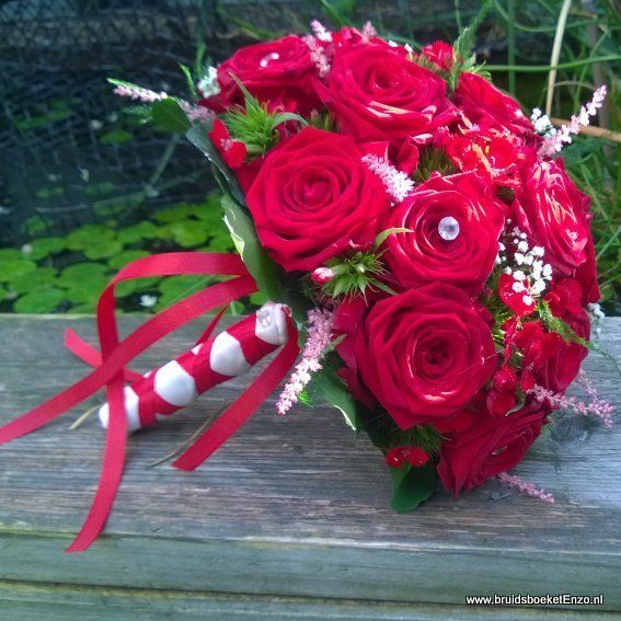 bruidsboeket biedermeier rode rozen duizend