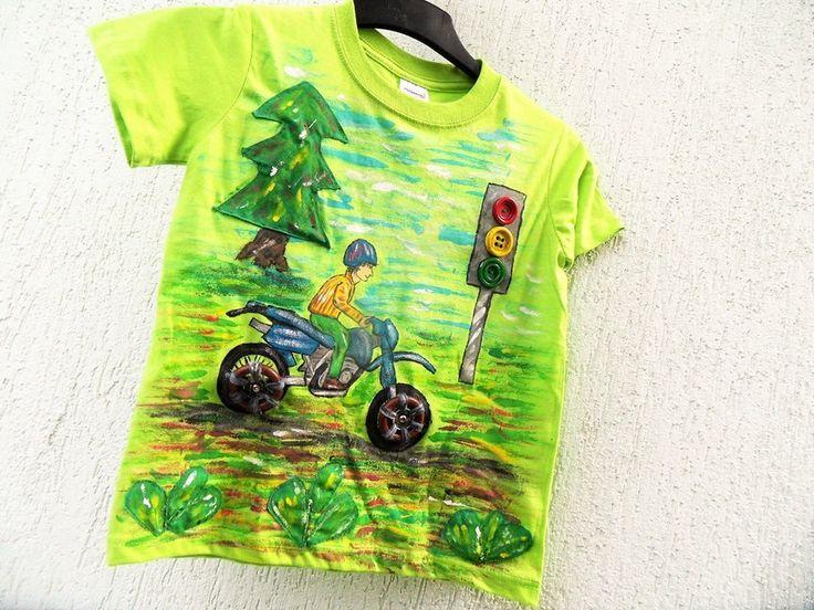 Origoš+tričko+-+Kola+na+patenty+:-)+Ručně+malované+3D+tričko+ve+světle+zelené+barvě.+Velikost+cca+122-128+raději+zohledněte+rozměry,+údaje+velikostí+bývají+u+každého+výrobce+trochu+rozdílné.+Rozměry+šíře+38cm,+délka+50cm.+Velikost+je+určena+pro+děti+od+5+do+7+let.+Malovaná+motorka+s+dřevěnými+koly,+která+se+dají+odepnout.+Semafor+má+našitá+světla+(knoflíky...