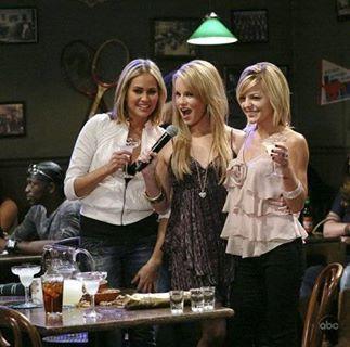 Emily, Lulu, and Maxie (Natalia Livingston, Julie Marie Berman, Kirsten Storms) sing karaoke at Jake's