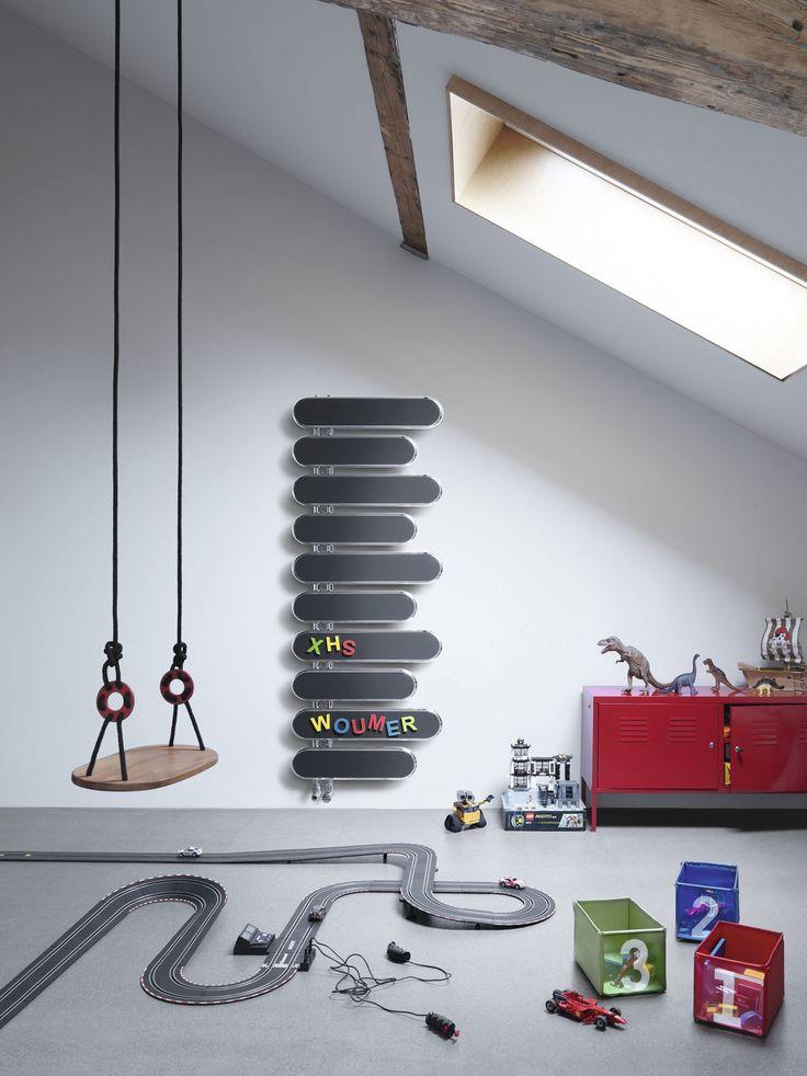 Grzejnik dekoracyjny Puzzle, producent Runtal, pokój dziecięcy na poddaszu