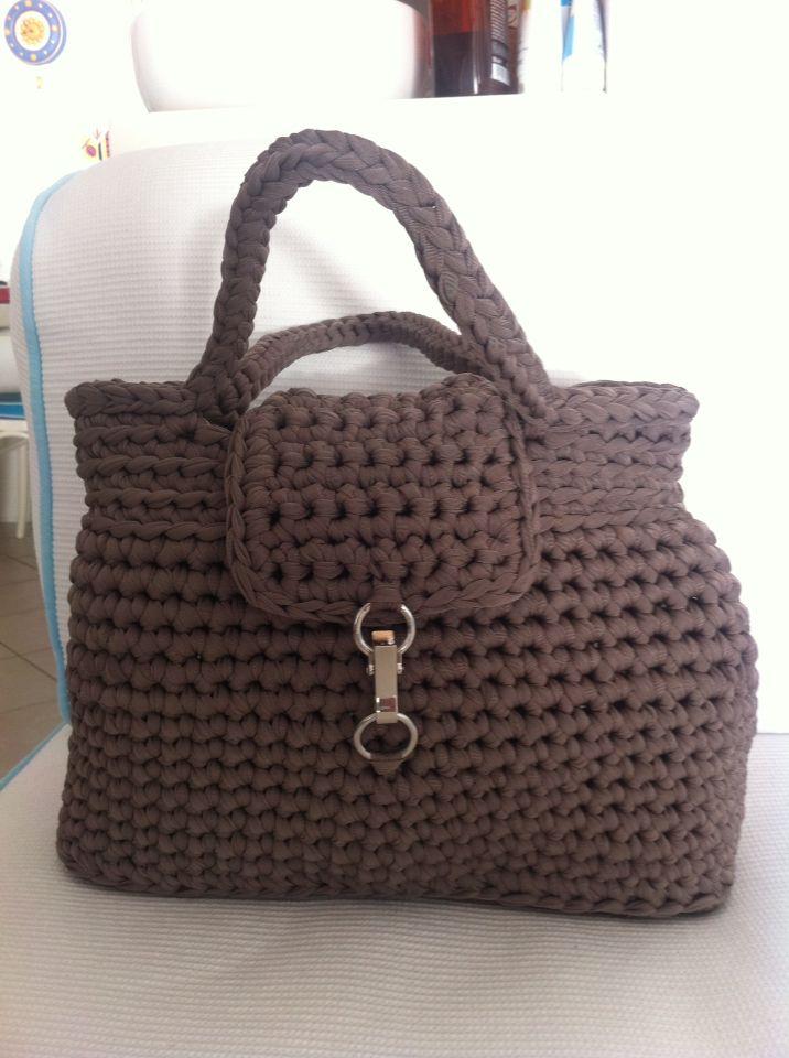 Borsa grande marrone con chiusura #bag #borsa #fettuccia #uncinetto