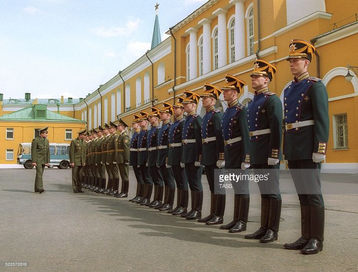 Moscow, Russia. Soldiers of the Kremlin Presidential Regiment during a marching drill near the Kremlin Arsenal. The Kremlin Presidential Regiment a unique military unit which ensures the security of the Kremlin ' the official residence of the Russian president. The regiment is responsible for hospitality events. Kremlin guards also maintain a guard of honor at the eternal flame of the Tomb of the Unknown Soldier. Viktor Velikzhanin/ITAR
