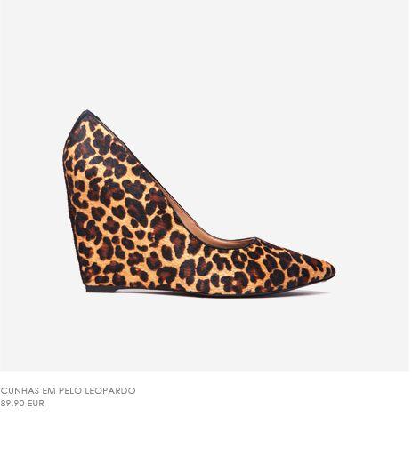 sapato de cunha em pêlo leopardo