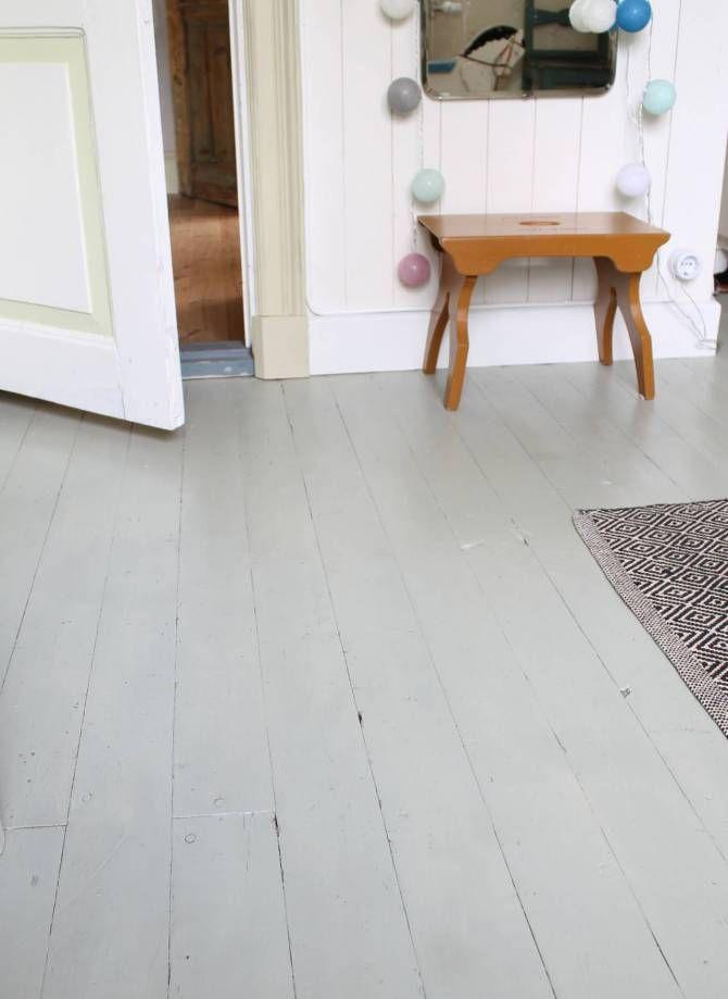 Målat golv i badhuset