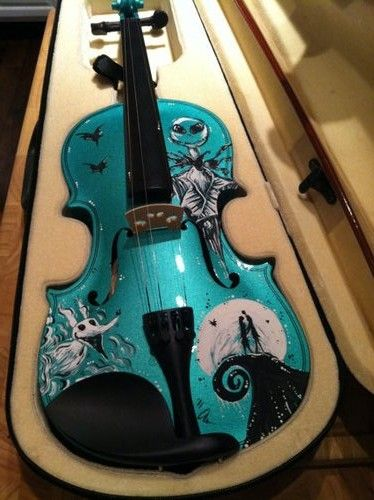 Custom violins painted by ChildAtHeartPainter, she does all kinds of violins painted in edgar allen poe themes, tim burton, batman...etc. Pinning this for laterr.
