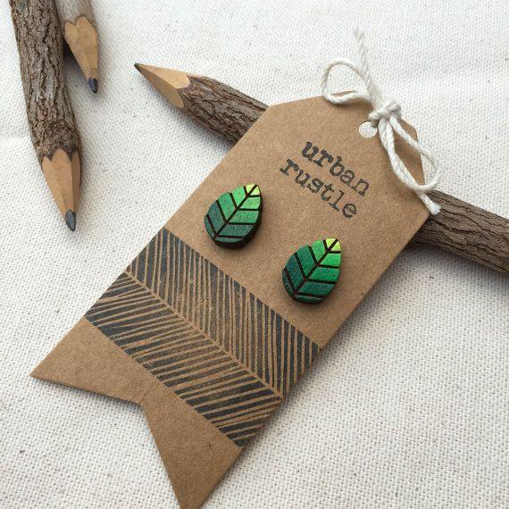 Vert bijoux en bois de la tige en bois de boucles par urbanrustle