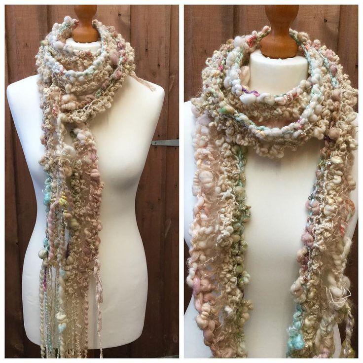 Art yarn hand knit scarf #artyarn #yarnporn #handmade #fashionaccessories #fashion #scarf #knitting #spinnersofinstagram #handspunyarn #pinkipunki #readytowear #readytogo #chunkyknit #winterwoolies #bigknit