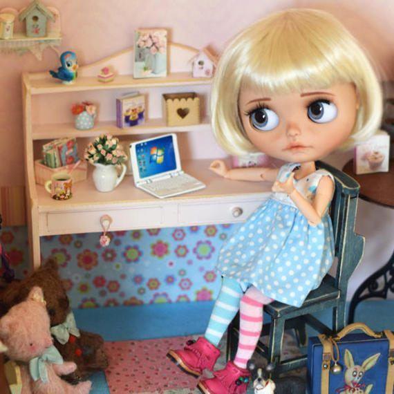 Dřevěný stůl pro BJD panenky Barbie Fashion Royalty Blythe Pullip panenek Monster High diorama dollhouse nábytek 1: 6