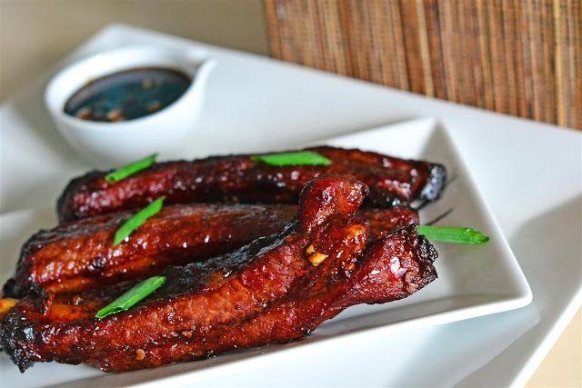 Este o reteta foarte raspandita in zona de sud a Chinei, un fel de mancare delicios pregatit de bucatarii chinezi cu mare grija si rabdare. Specific acestei retete este sosul care compune marinada pentru carne, un sos inchis la culoare, dulce usor picant si foarte aromat.  Avem nevoie de: 4 costite de porciar …