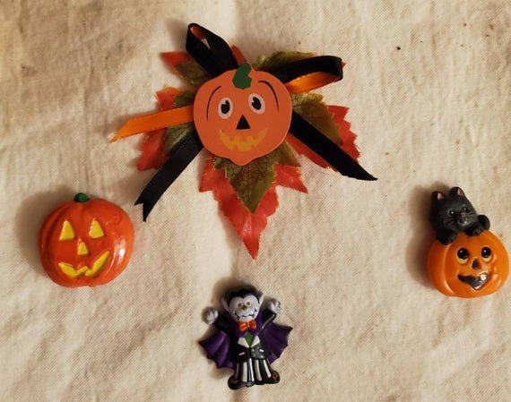 Four Vintage Halloween Pins One Homemade Jack O Lantern W Etsy In 2020 Vintage Halloween Halloween Pins Jack O Lantern