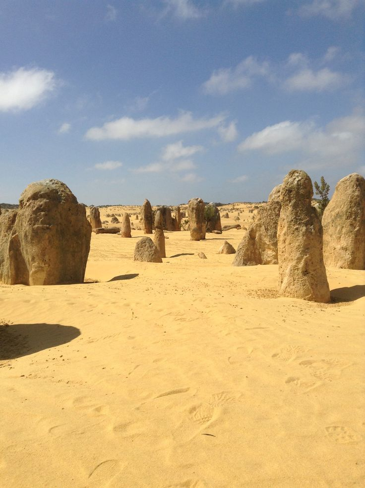 Désert de Pinnacles #wetakethepacific #australia #westernaustralia #pinnacles #yellowsand #rocks