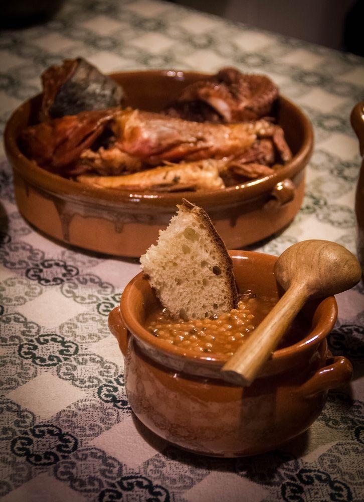 La ricetta della cassola di pesce, un piatto tipico del cagliaritano conosciuto in tutta la Sardegna con alcune varianti.