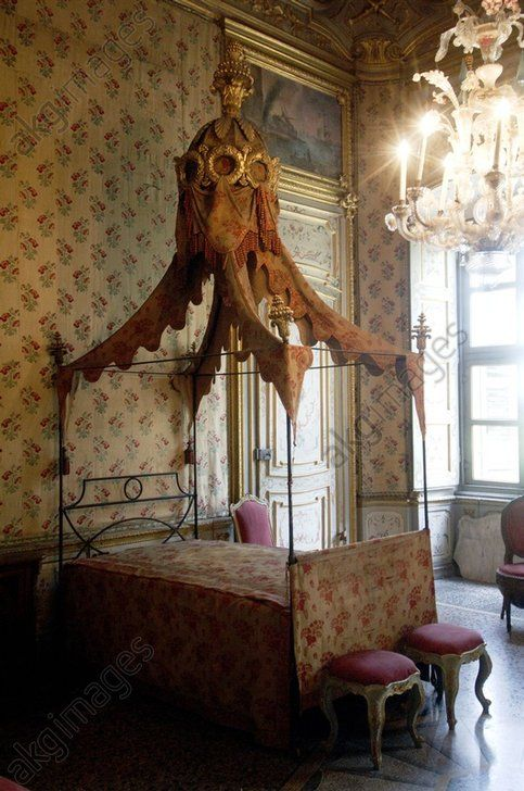 Turin, a bedroom in the palazzina di caccia di Stupinigi, former Savoy hunting lodge designed by architect Juvarra Jochem Wijnands