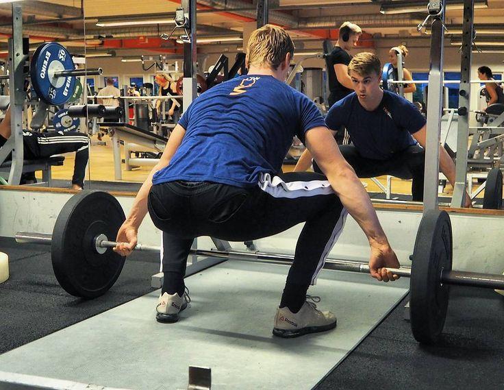 Börjat köra mer och mer performance träning igen. Tyngre vikter mer ryck och stöt osv osv. Detta för att ha möjligheten att tävla i något i framtiden - vad det blir får tiden utgöra Bild från ett pass häromdagen