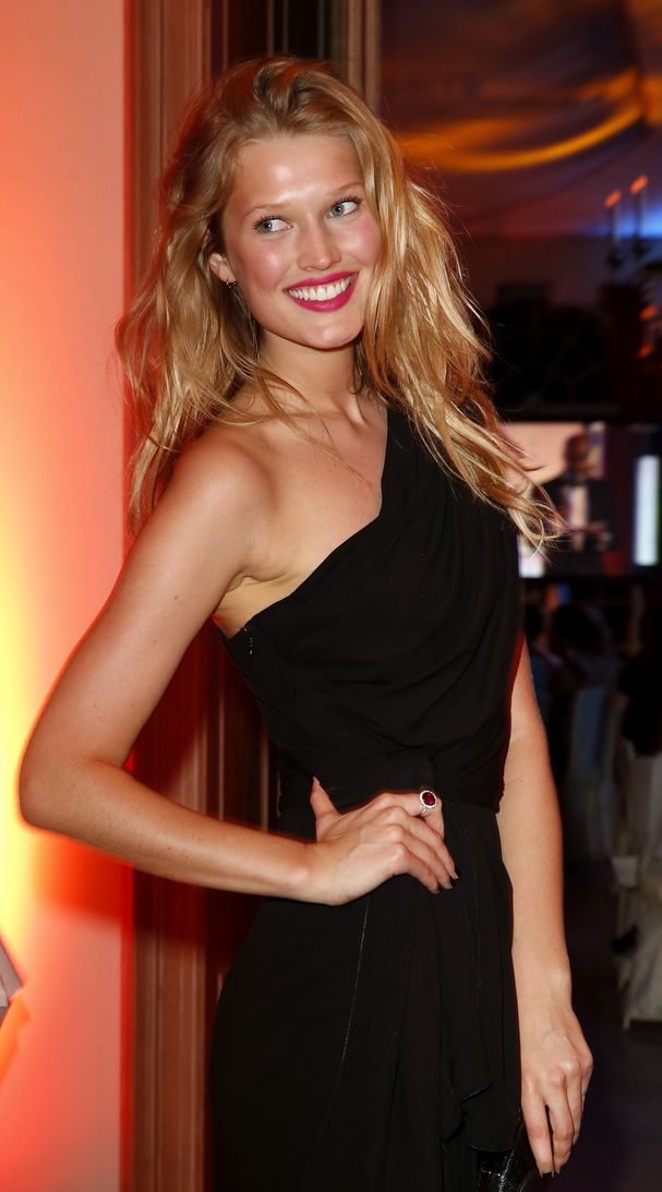 Toni Garrn. Love the easy beach hair + red lip + formal dress. And that ring!