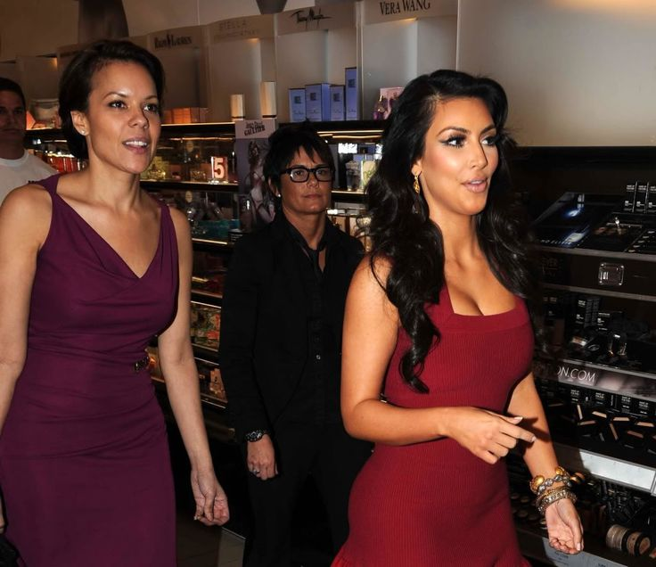 http://forum.purseblog.com/celebrity-news-and-gossip/the-kim-kardashian-thread-531966-192.html