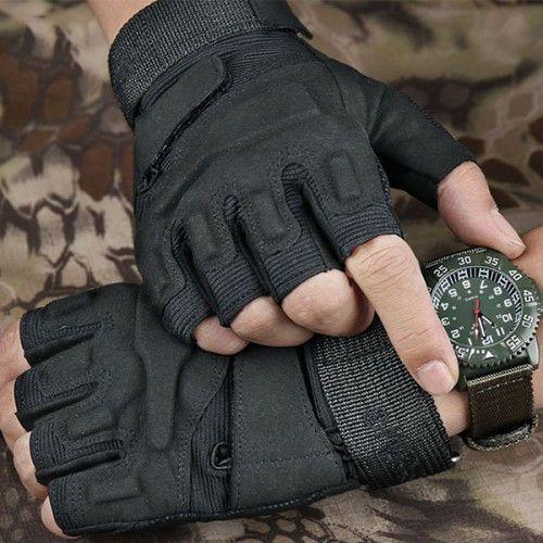 Мото перчатки без пальцев Motorace TL-03 снабжены интегрированными защитными вставками в районе костяшек и фаланг пальцев.  - Широкая возможность для регулировки перчаток у запястья, благодаря удлинённому ремешку и застёжке-липучке; - На внутренней стороне ладони имеются накладки из кожзама для предотвращения протирания перчаток в уязвимом месте; - Перчатки могул быть использованы как тактические или вело перчатки.