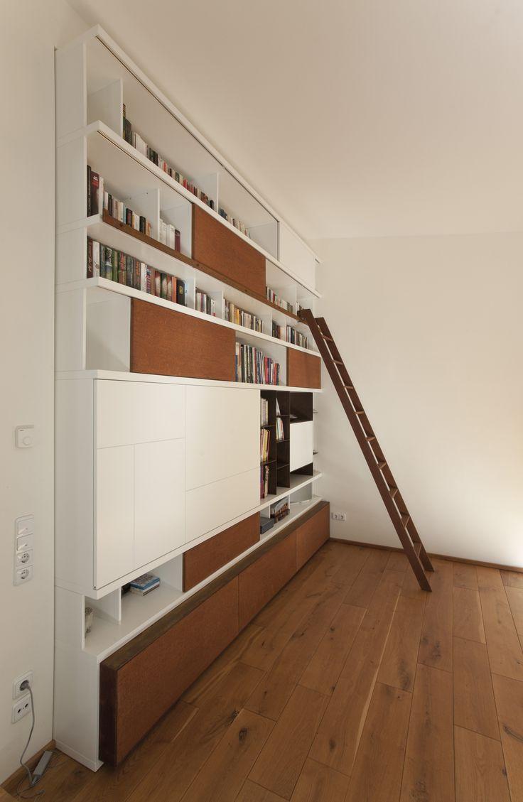 Viel Stauraum in modernem Design: Schrankelement mit Blenden in Rostoptik
