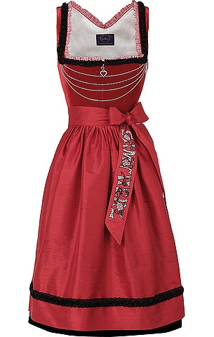 The quartet of simple, elegant chains across the bodice of this Sissy von Samtherz dirndl is so eye-catchingly pretty.