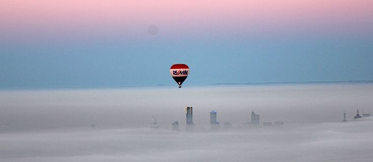 Patchy fog over Melbourne - check out that amazing sky!  #goglobal #globalballooning #melbourne #yarravalley #seeaustralia #visitvictoria #ballooning #balloonflights #ballooning #bucketlist #proposal #victoria #australia #gift #present #romantic #romance #views #wedding #serenity #sunrise #travelling