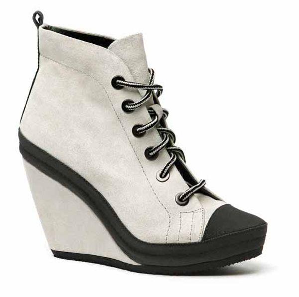 Zeppe alte, altissime, per le scarpe da donna Logan  http://www.sfilate.it/175486/zeppe-alte-altissime-per-le-scarpe-da-donna-logan