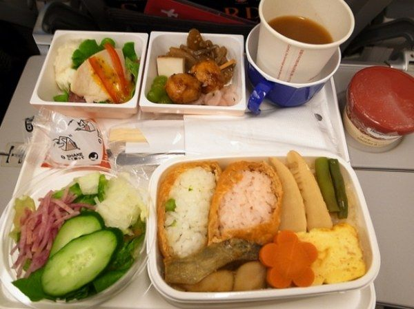 Еда на борту самолёта: чем отличается бизнес- от эконом-класса (30 фото)
