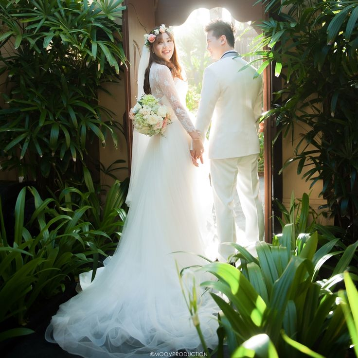 This is incredible! Unique work by  MOOV Production http://www.bridestory.com/moov-production/projects/gilbert-and-diane