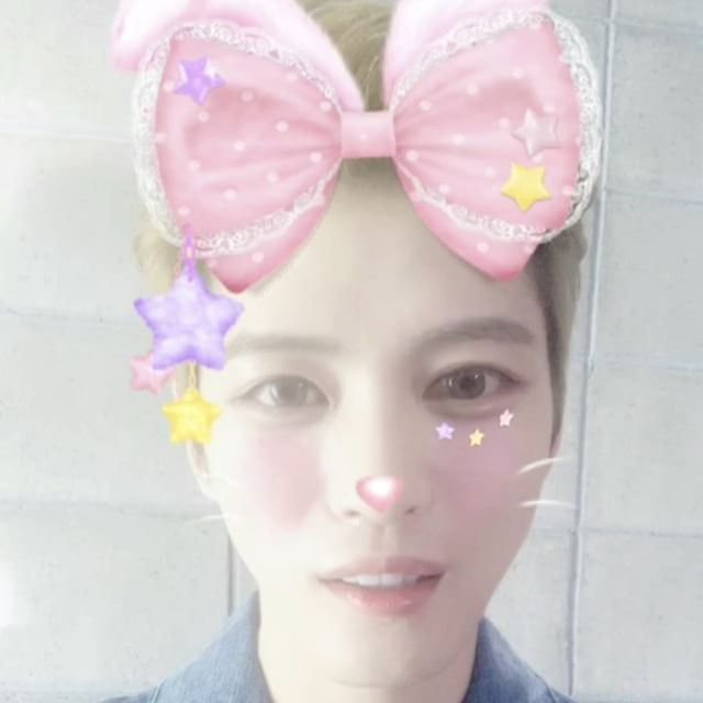 "JaeJoong🦋재중 170109 ""JJ is still in ten days! ""(In the meantime, the fan service of snow rabbits live in Jaejoong live like this  He's been hectic today as well! What a wonderful Kim JaeJoong Enjoy his fun & cute surprise gift 4 you thru SNOW camera Awesome"