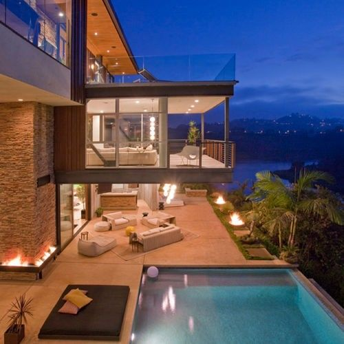 The suspended room, the fire, the pool... does your dream house look like this? We love it! #dreamhouse