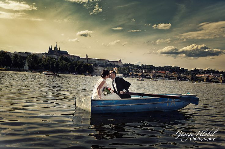 Romantic wedding photos on the boat in Prague - Views of Prague Castle