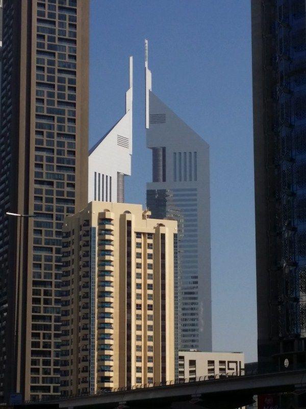 Al fondo Emirates Tower