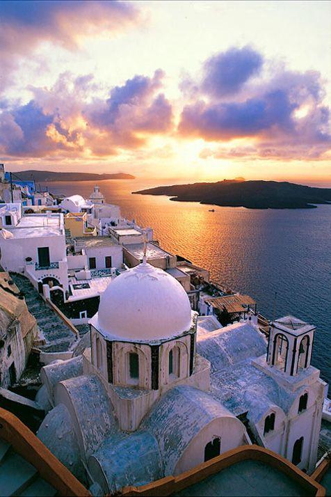 Lugares románticos donde pasar un San Valentín inolvidable: Santorini, Grecia                                                                                                                                                      Más