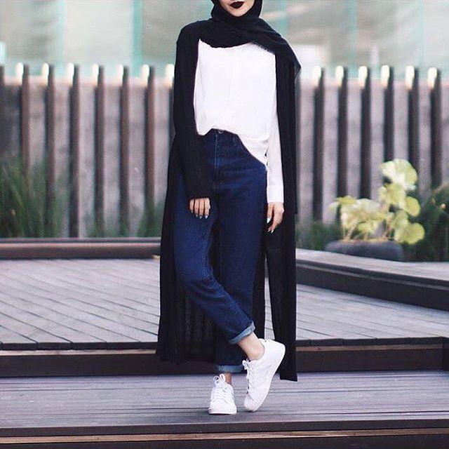 "CLEARANCE SALE ( Normal Price RM55 ) Plain Boyfriend Jeans dark blue | light blue | white | black Material : denim Measurement : S : Waist 23,24"" Length 40"" M : Waist 25,26"" Length 40"" L : Waist 27,28"" Length 40"" XL : Waist 29,30"" Length 40"" _________________________________ Price : RM34 excluding postage Postage to WM RM6 Postage to EM RM9 Ship worldwide #hijabistapants #hijabistajeans"