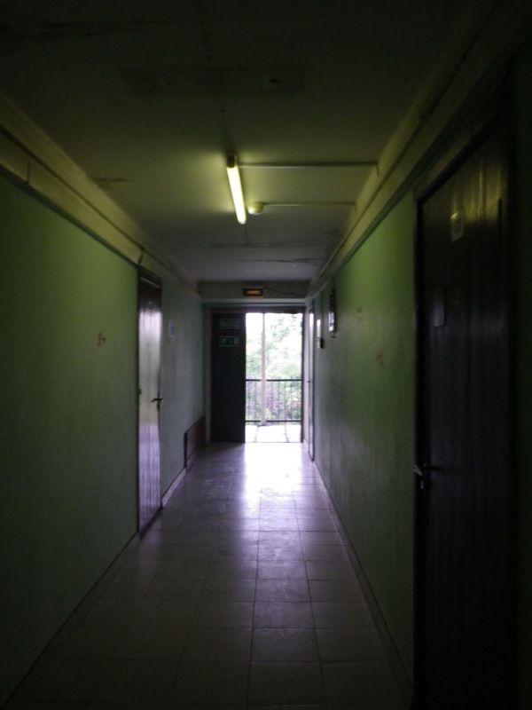 暗い廊下 寮 - Google 検索