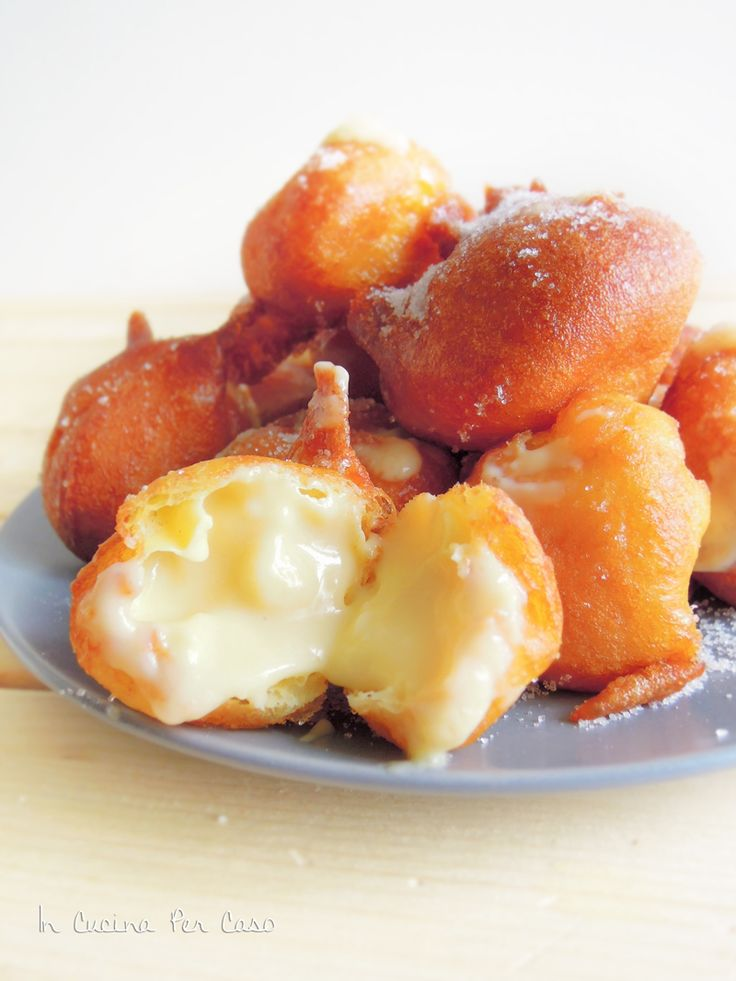 Frittelle ripiene - Fritters filled with custard