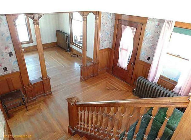 1910 Maine Home With Beautiful Interior Woodwork