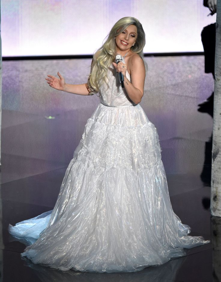 Lady Gaga OSCAR 2015. Beautiful dress and if she sang like this all the time I might actually listen to her...