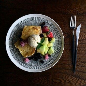 「市民菜園」という意味の「シィールトラプータルハ」シリーズ。大きなプレートにフレンチトーストとフルーツをたくさんのせて、幸せな朝食ですね。