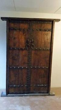 Antieke houten dubbele deuren + kozijnen