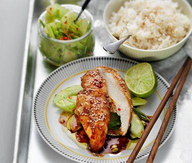 Recept: Kyckling med syrlig gurksallad