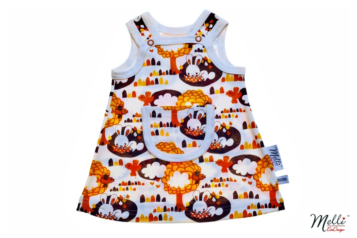 Pinafore dress made from 100 % organic cotton. A little pocket in front and snaps at the straps. The dress can also be used as a tunic as your child grows.