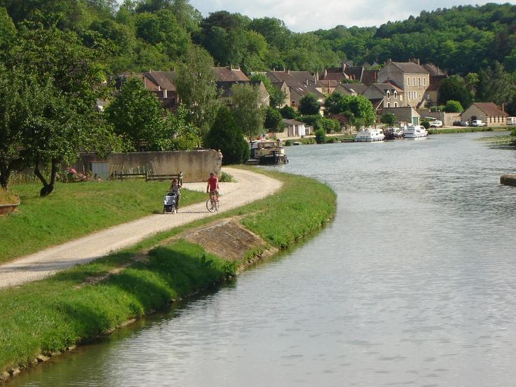 Mailly-la-Ville (Yonne 89) on the Canal du Nivernais