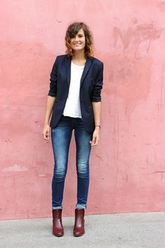Ein schöner Look, sehr gut abgestimmte Jeans und Blazer passen sehr gut zusammen.